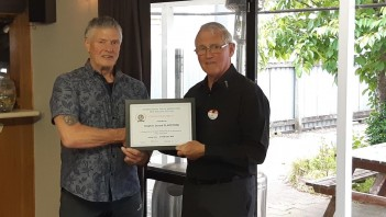 Steve Gladstone (left receiving his 40 Year Fidelity Certificate from Les Sharp R3 Chairman)